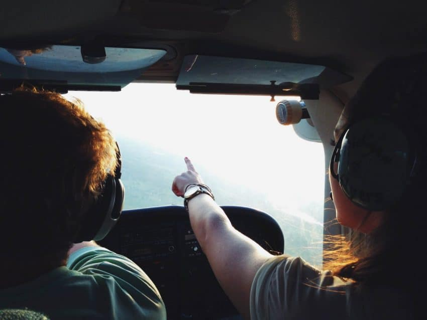 Becoming a commercial pilot does not require a degree